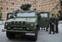 Ein Iveco-Spezialfahrzeug im Innenhof des Verteidigungsministeriums.